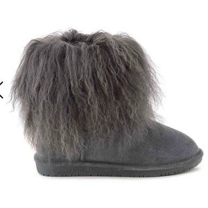 BearPaw Boo in charcoal. Multiple sizes available